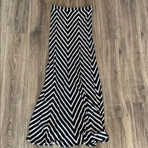 Bebe black and white maxi skirt size small